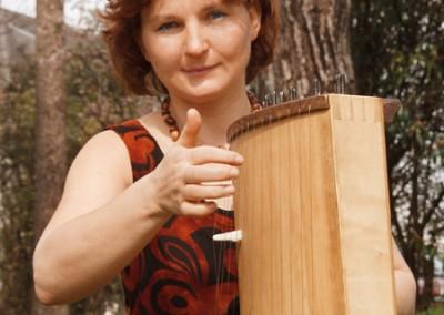 Karen Schlimp and her Koto (japanese string instrument). Photo: Günter Touschek