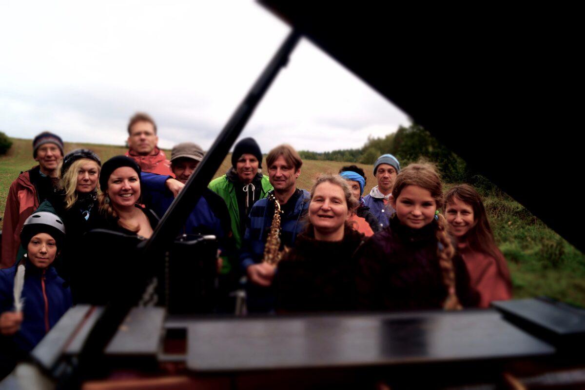 Karen Schlimp und das Pianomobile